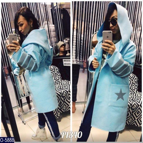 голубое пальто с капюшоном
