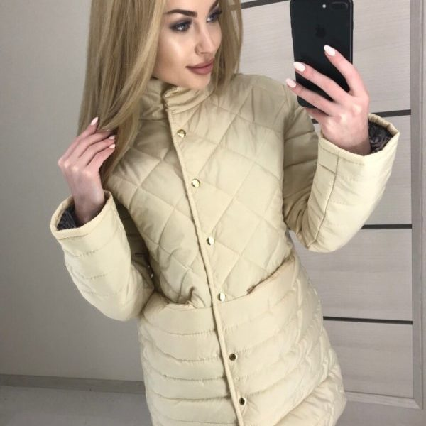 светлая женская куртка