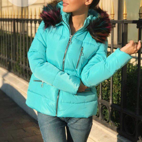 голубая женская куртка