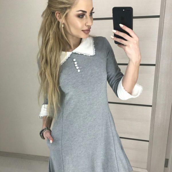 серое платье с манжетами