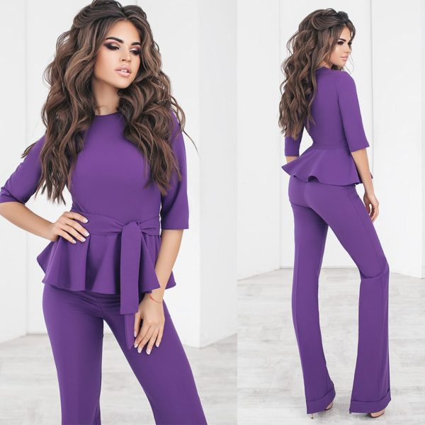 фиолетовый брючный костюм