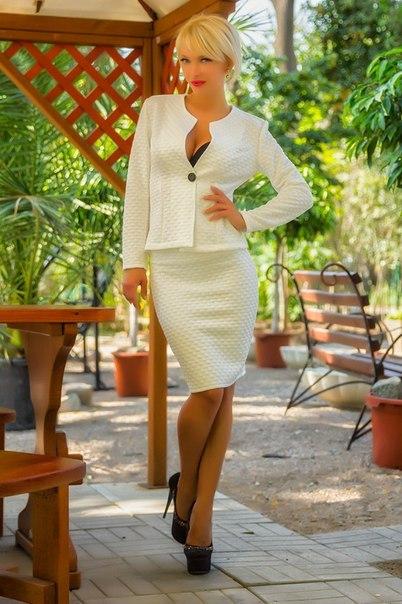 Белый костюм женский с юбкой доставка