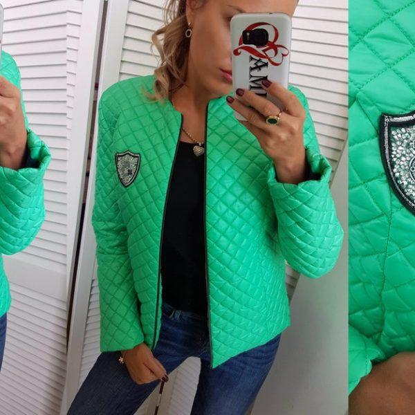 зеленая женская куртка