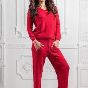 красный вязанный костюм