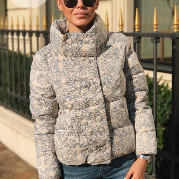 Куртка с воротником стойка