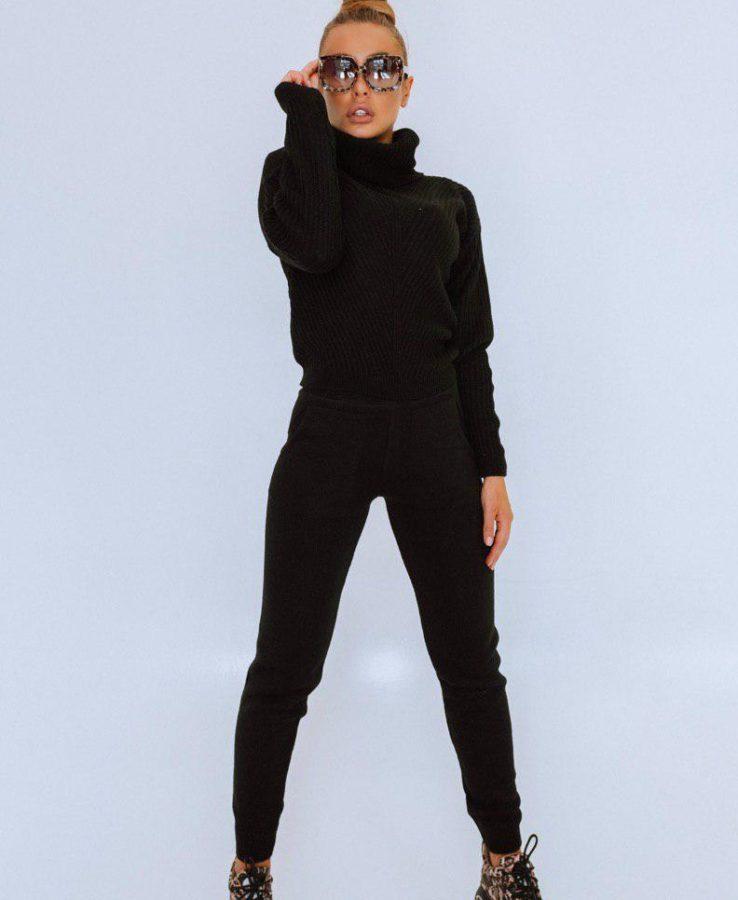 Черный вязаный костюм