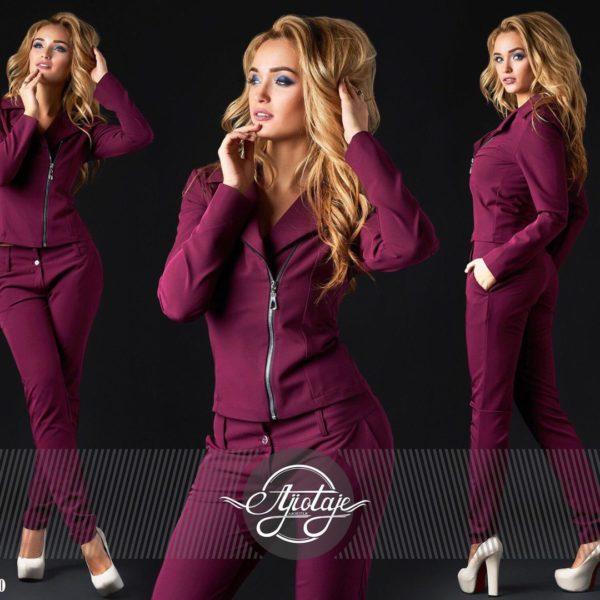 модный женский костюм с брюками