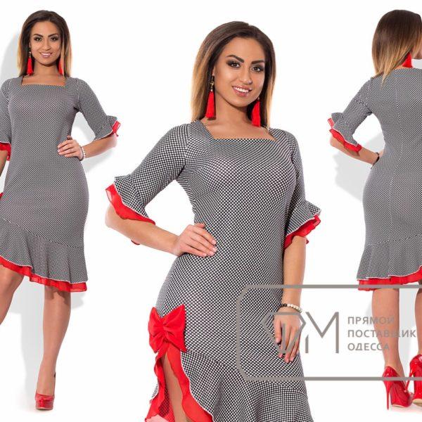 Платье с боковым разрезом