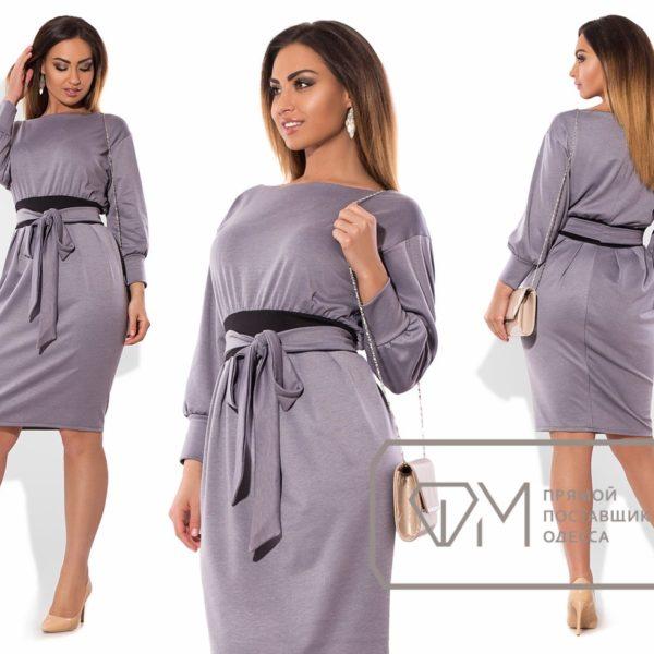 серое платье с поясом
