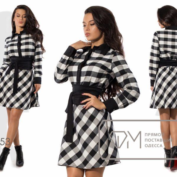 девушка в черно белом платье