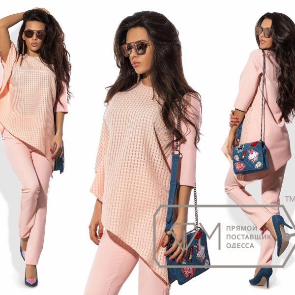 нежно -розовый костюм женский