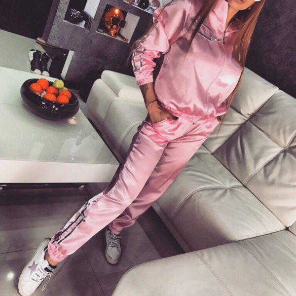 нежно розовый костюм