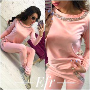 Нежно розовый спортивный костюм