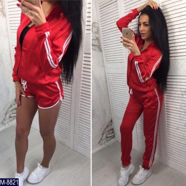красный атласный костюм