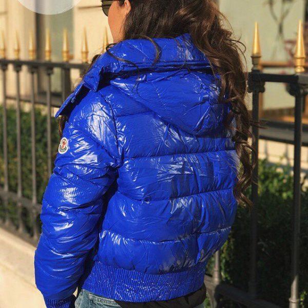 синяя лаковая куртка