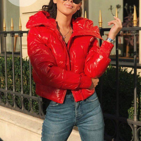 Красная женская куртка Moncler с капюшоном