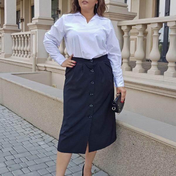 Белая блузка с черной юбкой