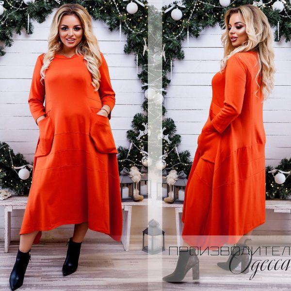 женщина в оранжевом платье