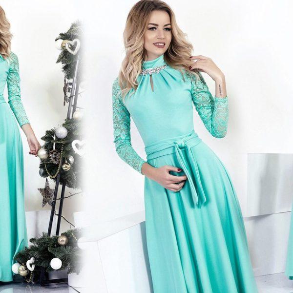 Длинное платье с гипюровыми рукавами