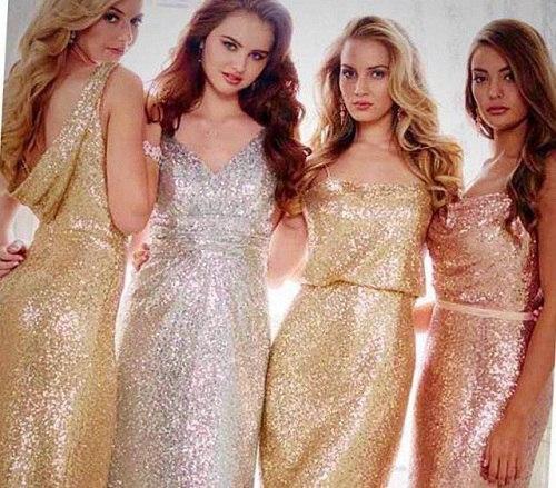 девушки в нарядных платьях