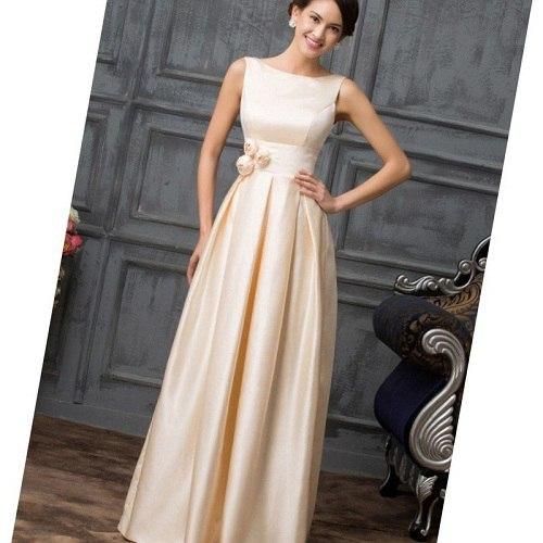 стройная девушка в бежевом платье