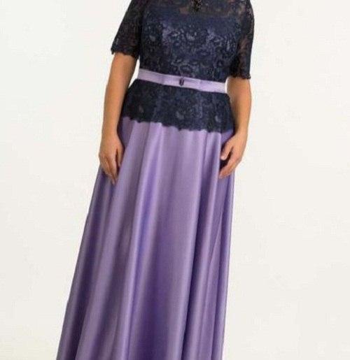 сиреневое платье в пол на женщине