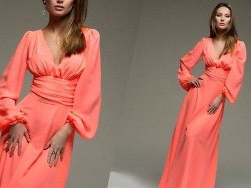 персикового цвета длинное платье