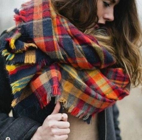 разноцветный теплый шарф в клетку