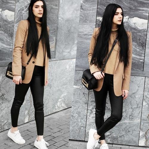 девушка в леггинсах и кроссовках