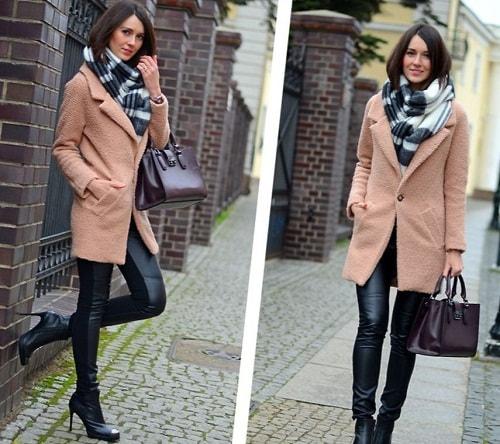стильная девушка с шарфом