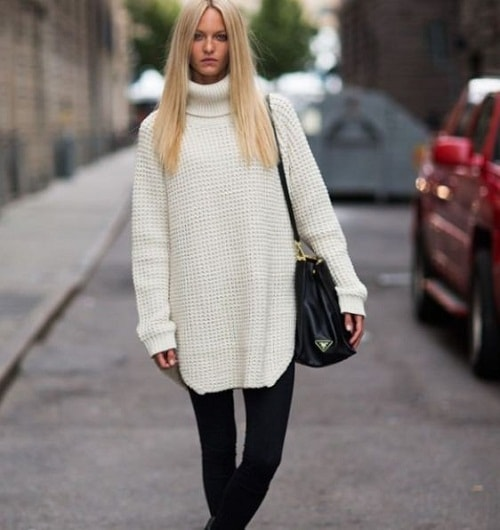девушка в вязанном свитере