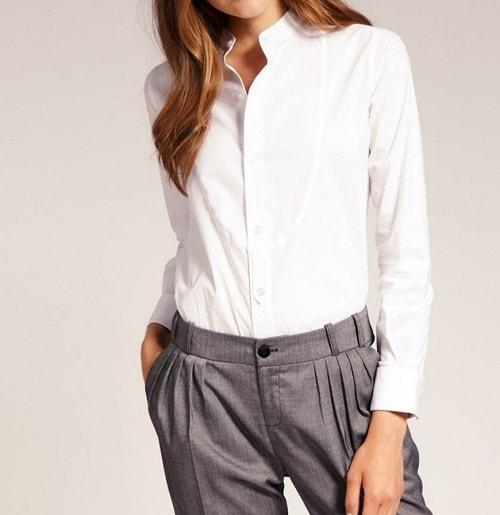 девушка в белой блузке и брюках