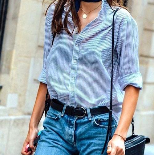девушка в голубой блузке в полоску