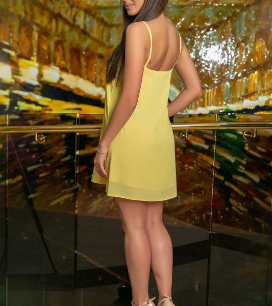 желтое платье на лямках