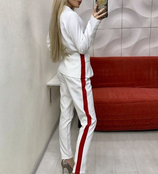 костюм женский с лампасами на брюках