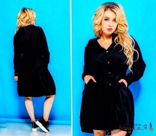 девушка в черном платье колокол на пуговицах