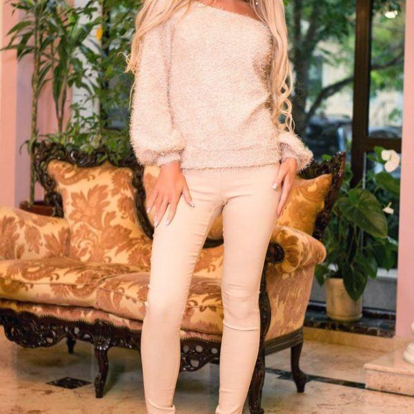 Облегающие брюки со свитером