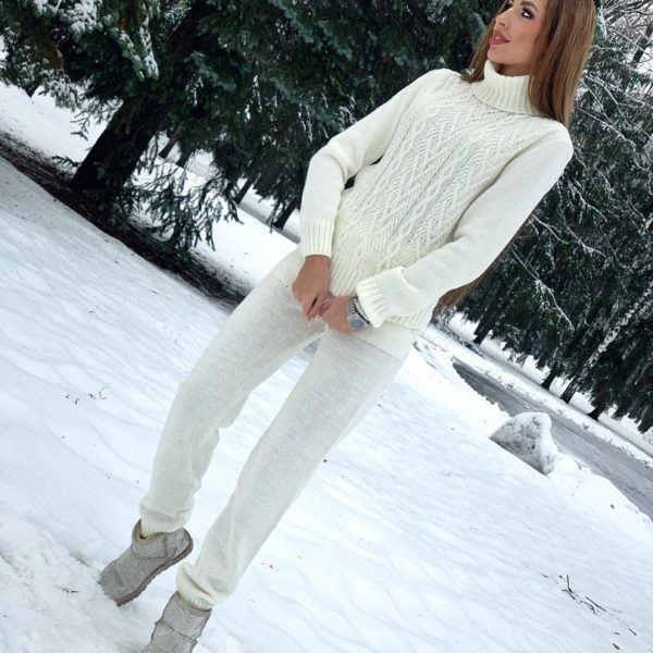 белый вязанный костюм