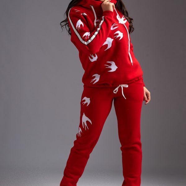Красный теплый женский костюм
