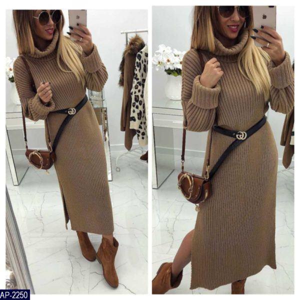 Теплое вязанное платье с боковыми разрезами