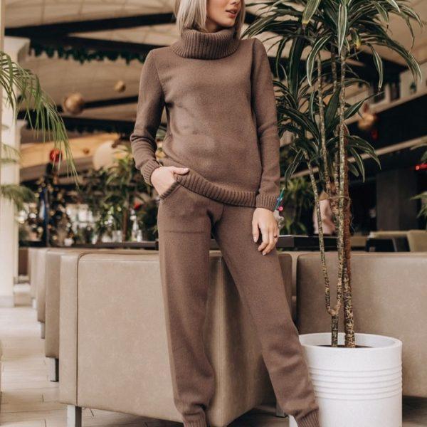 вязанные брюки с кофтой