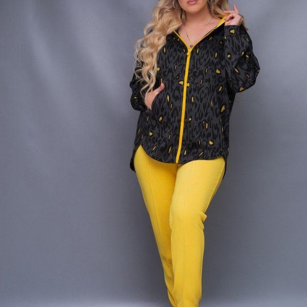 Желтые брюки с кофтой