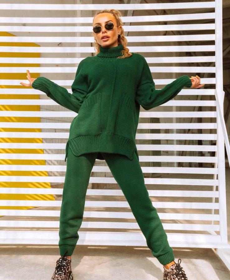 зеленый вязанный костюм